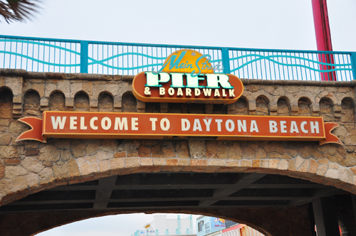 Free Picture: Photo of the Daytona Beach Main Street pier & boardwalk bridge proclaiming
