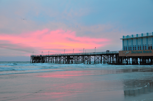 Free Picture: Photo of a cloudy morning with a sunrise at the Daytona Beach Main Street Pier in Florida with pretty pink colors.