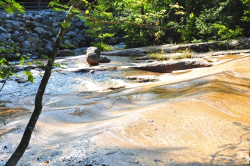 Free Picture: Photo of heterogeneous, smooth flowing solid granite near Flume Gorge, New Hampshire.