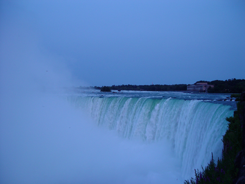 Free Picture: Photo of the famous Niagara Falls in Canada with several interesting facts.